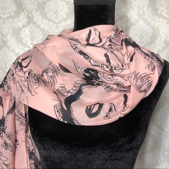 ‼️HP‼️ Marilyn Monroe Oversize scarf